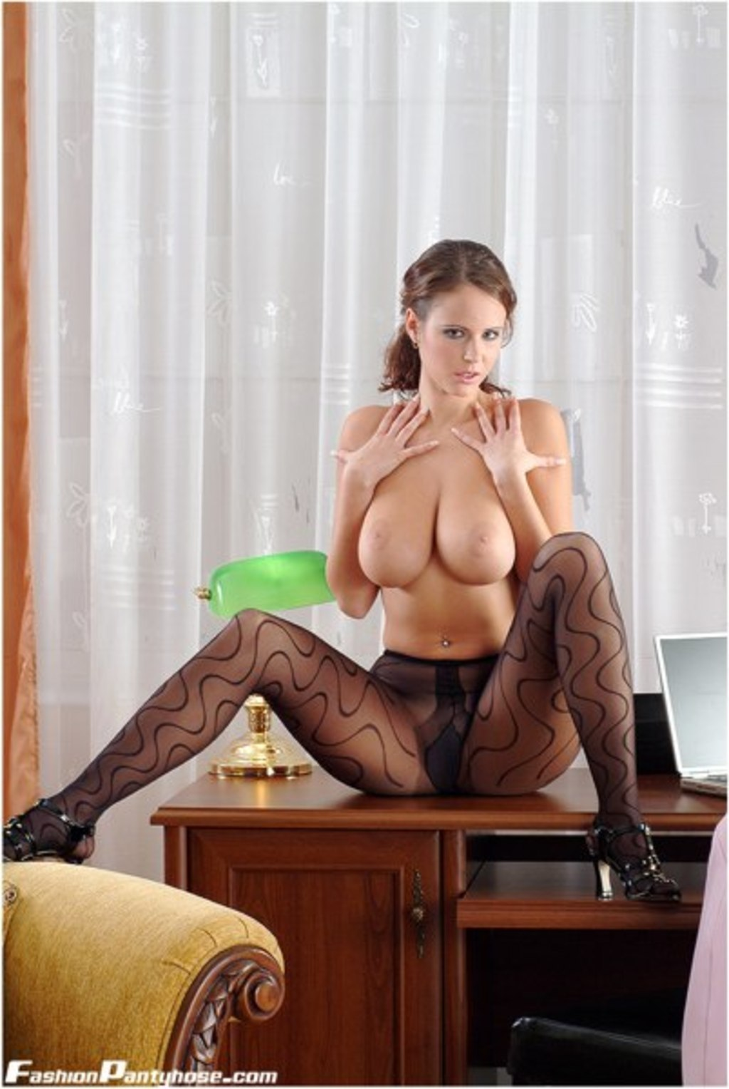 In Pantyhose Busty Babe 112