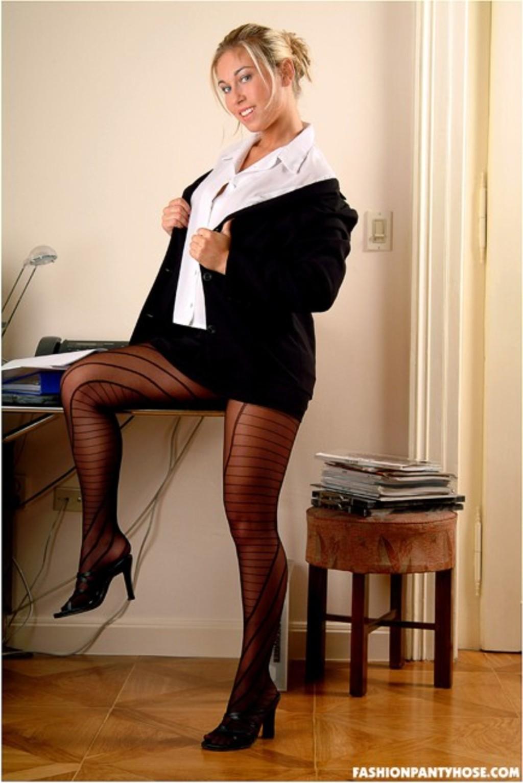 голые секретарши в колготках