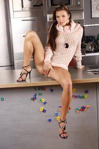 Suzie Carina Masturbating In The Kitchen  02