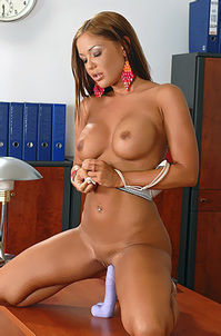 Tanned Babe Angelica Heart